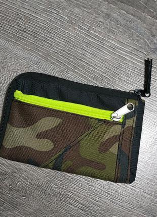 Маленький кошелек, новый, черный с камуфляжной вставкой и сала...