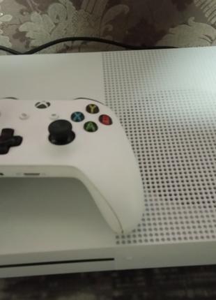 Продам Xbox one s 1tr