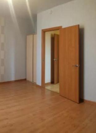 Продаётся 4-х комнатная квартира на ул. Сергея Ядова. Слободка.