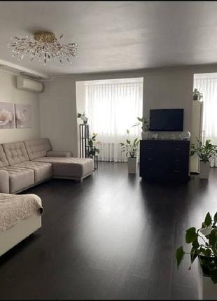 Продается просторная квартира возле парка Победы