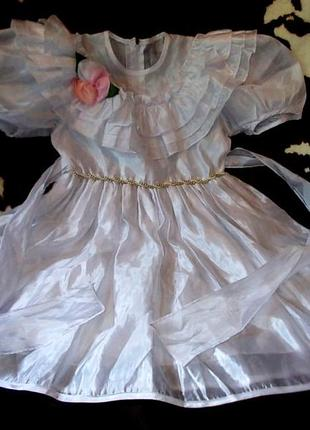 Очень красивое нарядное платье лет на 5