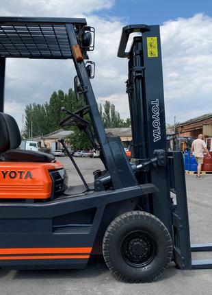 Вилочный автопогрузчик Toyota грузоподъёмностью 1.4 тонны