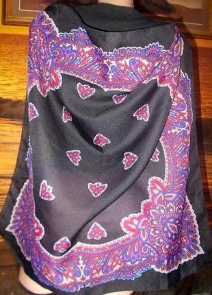 Интересный платок 65х65см