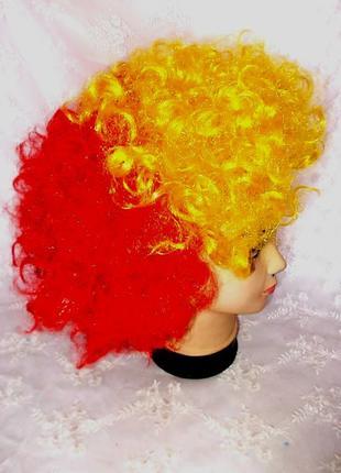 Парик маскарадный детский трехцветный: черный, красный, желтый