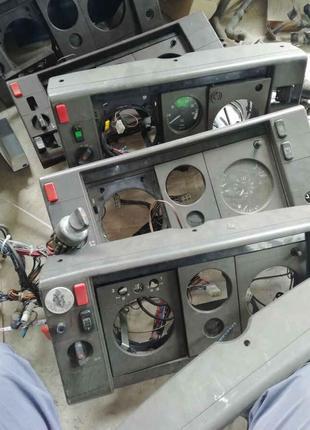 Кнопка включатель аварийки Мерседес 24V rex vario 817 914 917 614
