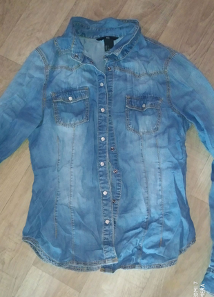 Женская рубашка джинсовая