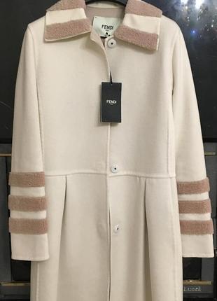 Новое очень красивое пальто fendi
