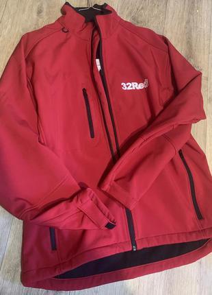 Красная мужская не продуваемая куртка ветровка
