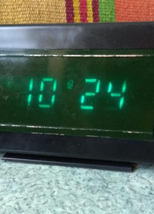 Часы настольные Электроника