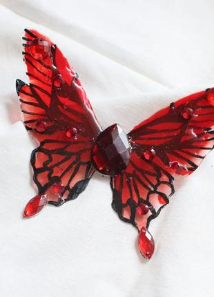 Брошь со стразами красная бабочка