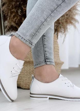 Белые кожаные туфли на низком каблуке,стильные женские туфли н...