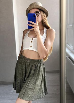 Короткая зелёная свободная юбка