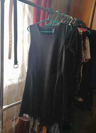 Маленькое черное платье подходит на размер м и л