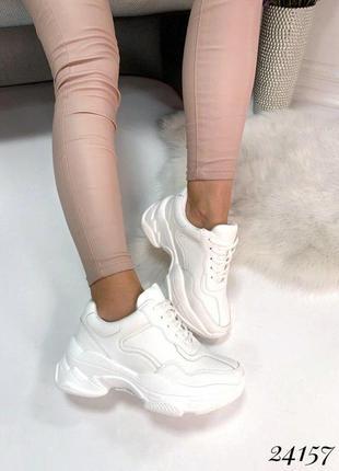 Стильные кожаные кроссовки на макси-подошве