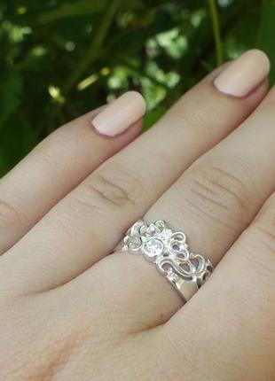 Кольцо ажурное с камнем