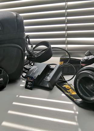 Фотокамера Nikon D3000 +сумка + карта памяти на 8 GB