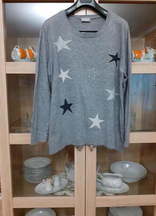 Тёплый со звездами пуловер большого размера