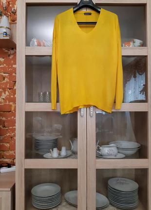 Яркий тончайший пуловер большого размера