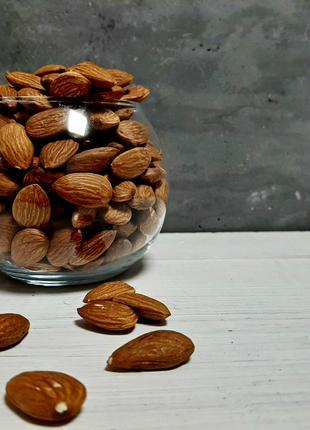 Миндаль карамельный не жаренный (орехи, сухофрукты, крупы)