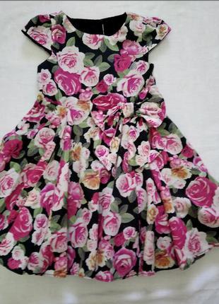 Платье очень пышное на р 104 см 3-4 года