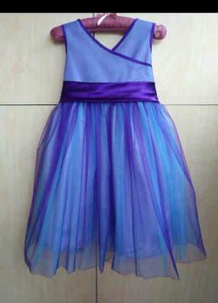 Платье нарядное на 7-10 лет