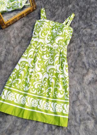 Платье с отрезной талией и пышной юбкой