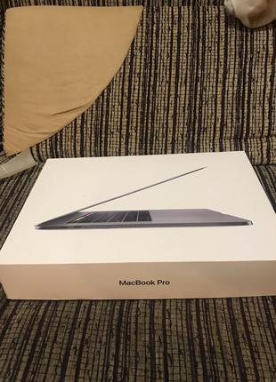 Макбук Apple MacBook Pro 15' A1990 (i7/16 gb ddr4/512 ssd)