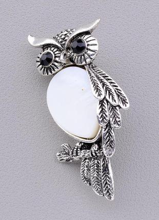 Брошь на одежду сова с натуральным белым камнем перламутр замо...