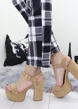 Новые шикарные женские бежевые босоножки на высоком каблуке