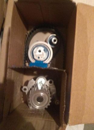 Комплект ремня ГРМ  Водяной насос + комплект зубчатого ремня  SKF