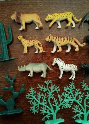 Фигурки динозавры и животные