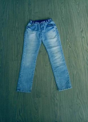 Детские джинсы на мальчика 9-10 лет