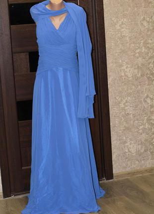 Роскошное платье со шлейфом très chic, выпускное, свадебное, т...
