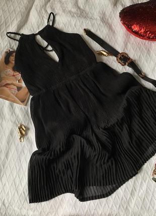Нарядное чёрное платье плиссе размер м