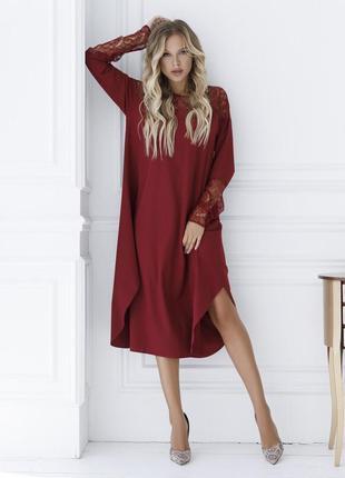 Бордовое платье-трапеция с гипюровой вставкой