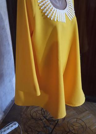 Шикарное платье трапеция с кружевной отделкой и рукавами клеш ...