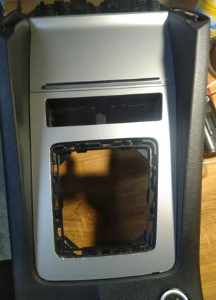 Накладка зарядное  карман бардачок подлокотника Octavia A7