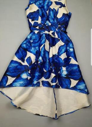 Яркое платье в цветочный принт