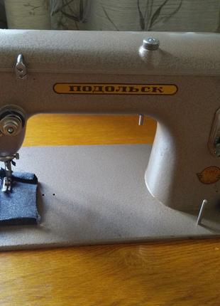 """Швейная машина """"Подольск"""" с ножным приводом."""