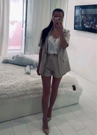 Однотонный костюм