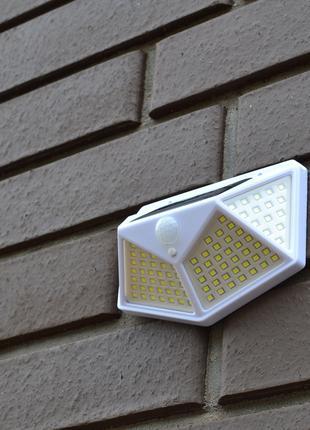 Фонарь уличный 100 LED с датчиком движения на солнечной батарее