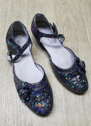 Красивые школьные черные туфли-босоножки 36 размер