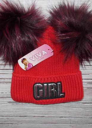 Вязанная шапка с нашивкой и двумя помпонами для девочки
