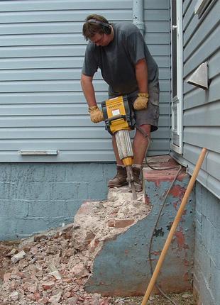 Демонтаж зданий сараев гаражей полов стен