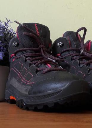 Зимние детские ботинки lowa