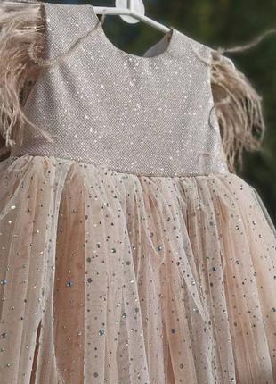 Шикарное платье со стразами по юбке
