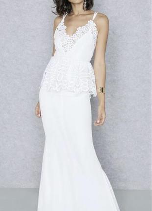 Длинное белое платье в пол с кружевом missguided