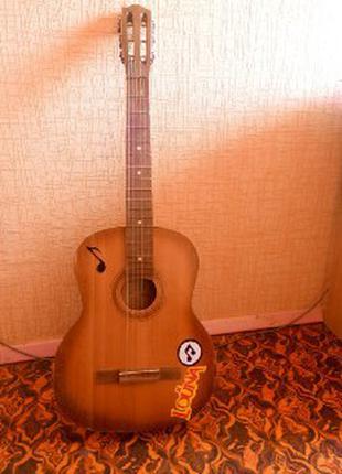 ПРОДАМ акустическую гитару ( торг )