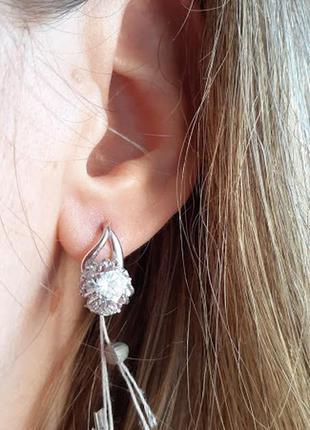 Нежные серебряные серьги златов  с белыми камнями