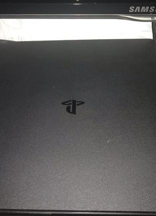 Продам игровую приставку Playstation 4 slim